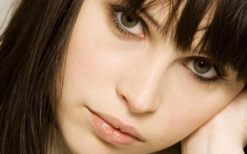 Tristan - Felicity Jones Close-Up Face Wallpaper
